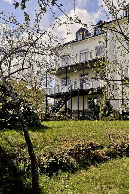 Huset och trädgård